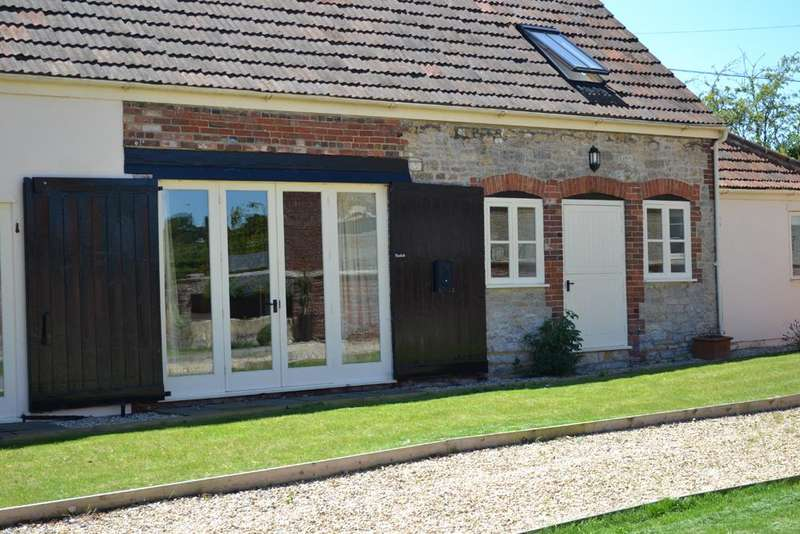 2 Bedrooms Cottage House for rent in Southwick