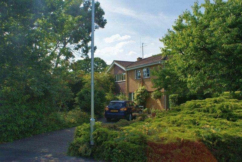 5 Bedrooms Detached House for sale in Winnersh, Berkshire.