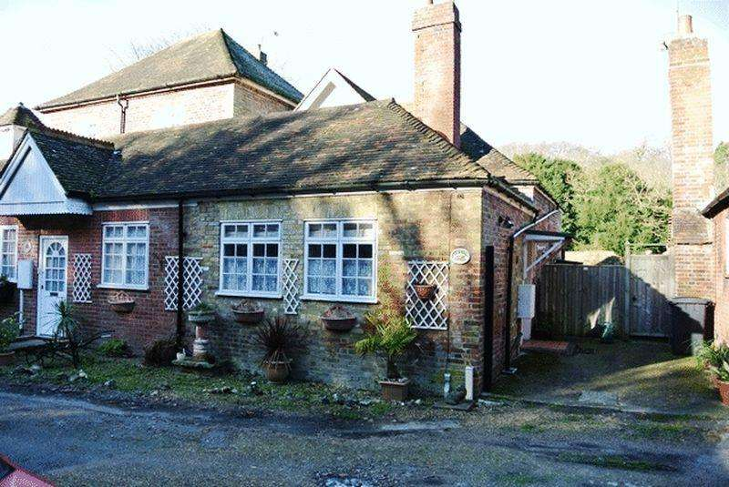 2 Bedrooms Cottage House for sale in School Road, Tilmanstone