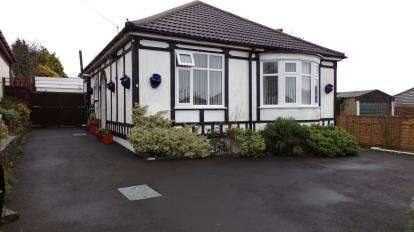 2 Bedrooms Bungalow for sale in Portsmouth, Hampshire