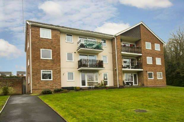 2 Bedrooms Flat for sale in Robin Way, Tilehurst, Reading,