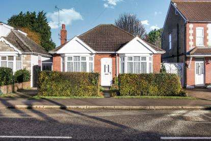 2 Bedrooms Bungalow for sale in Toddington Road, Luton, Bedfordshire, Leagrave