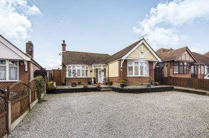 3 Bedrooms Bungalow for sale in Little Thurrock, Grays, Essex