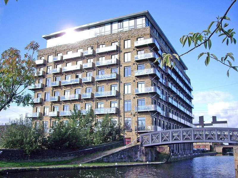 2 Bedrooms Flat for sale in Millroyd Island, Brighouse, Huddersfield, West Yorkshire, HD6 1PR