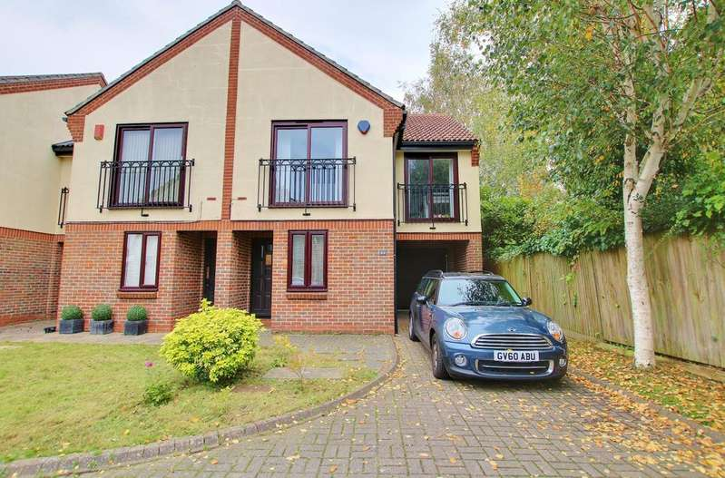 3 Bedrooms Semi Detached House for sale in Banister Park, Southampton
