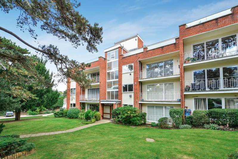 2 Bedrooms Flat for sale in The Knoll Beckenham BR3
