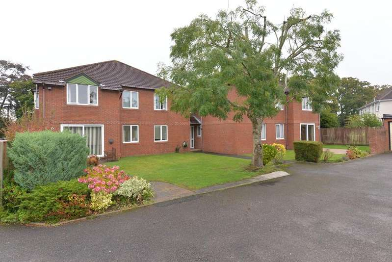 2 Bedrooms Apartment Flat for sale in Station Road, New Milton