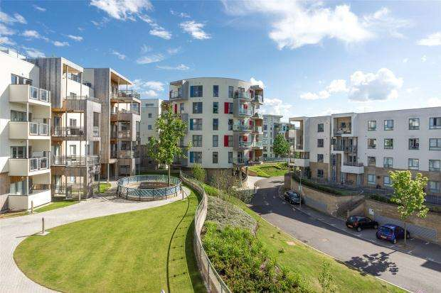 2 Bedrooms Apartment Flat for sale in Glenalmond Avenue, Cambridge