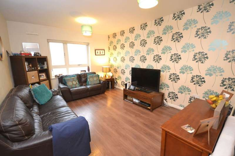 2 Bedrooms Flat for sale in West Cotton Close, Southbridge, Northampton, NN4
