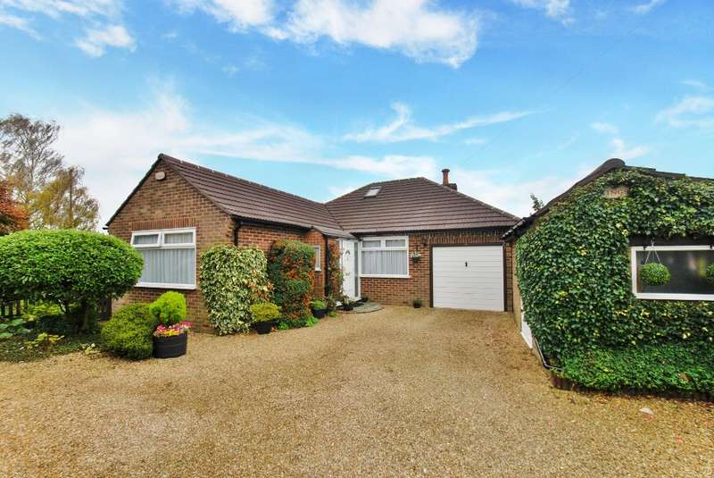 4 Bedrooms Detached Bungalow for sale in Widmore Close, Asheridge, Chesham, HP5