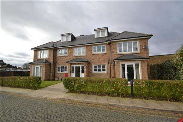 2 Bedrooms Apartment Flat for rent in Falcon House, Town Lane, Stanwell