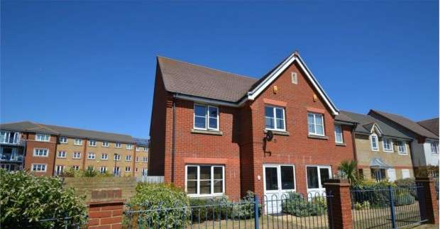 3 Bedrooms Semi Detached House for sale in St. Kitts Drive, Eastbourne, BN23