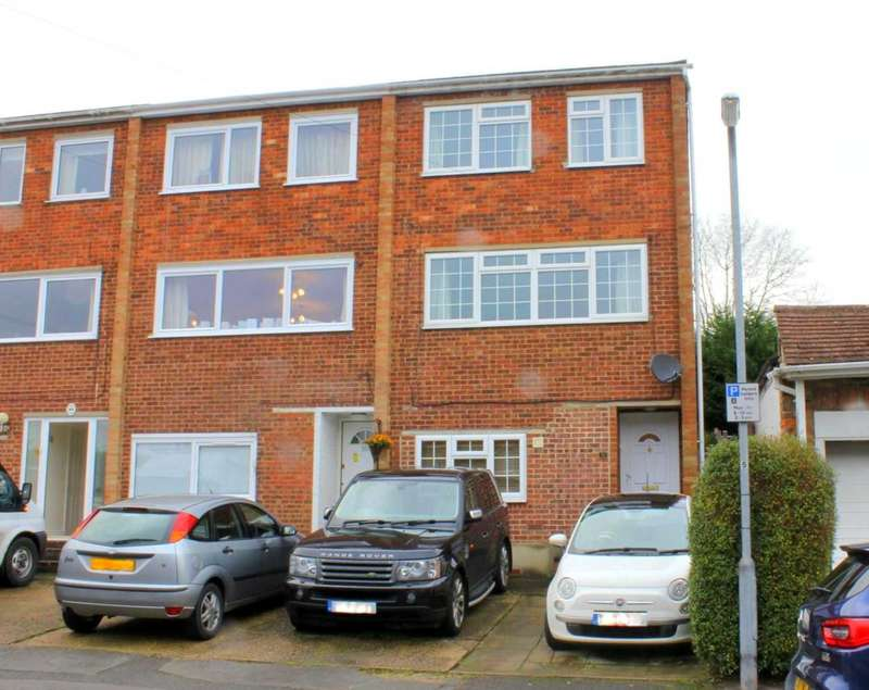 4 Bedrooms House for sale in OVER 1200 sq/ft - CENTRAL BOXMOOR with NO UPPER CHAIN.