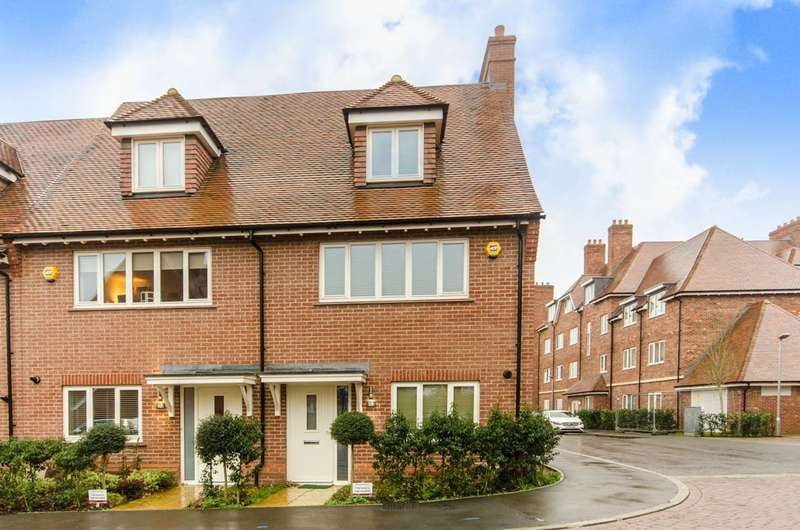 3 Bedrooms Terraced House for sale in Guardhouse Way, Mill Hill, Mill Hill East, NW7