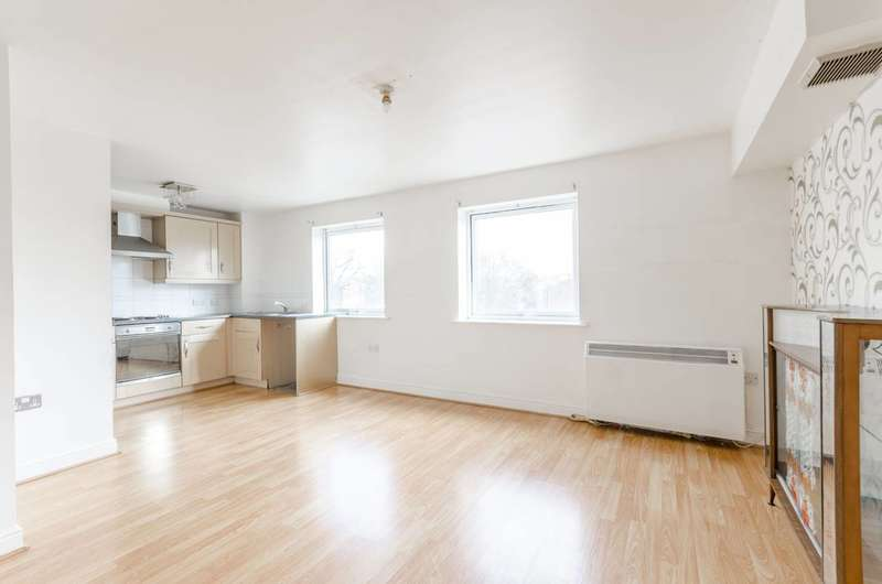 2 Bedrooms Flat for rent in Connington Crescent, Chingford, E4