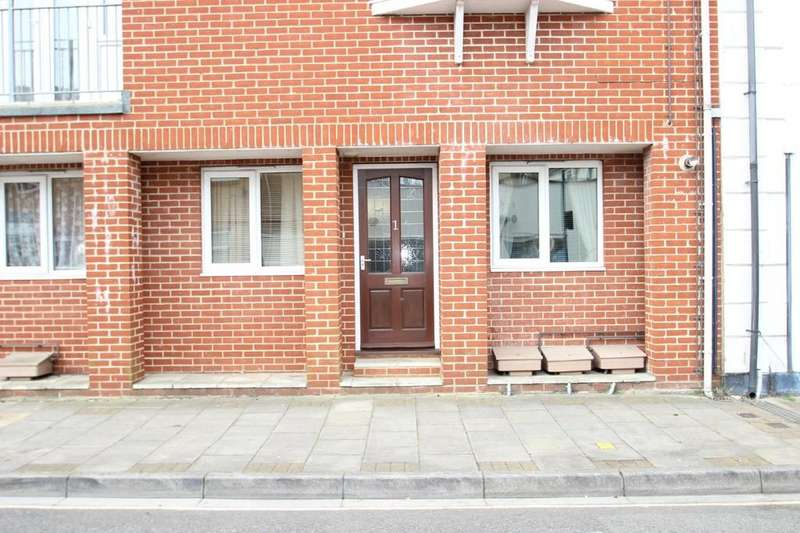 1 Bedroom Ground Flat for sale in York Avenue, East Cowes