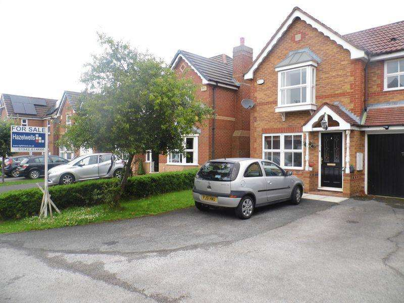 3 Bedrooms Semi Detached House for sale in St Andrews Close, Chorley