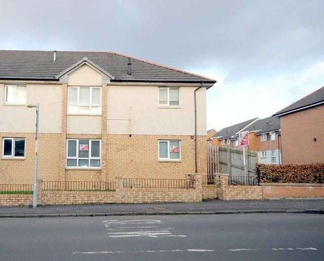 2 Bedrooms Flat for rent in Connelly Place, Motherwell