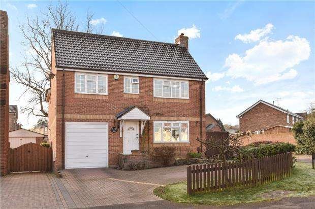 4 Bedrooms Detached House for sale in Hawthorne Crescent, Blackwater, Camberley