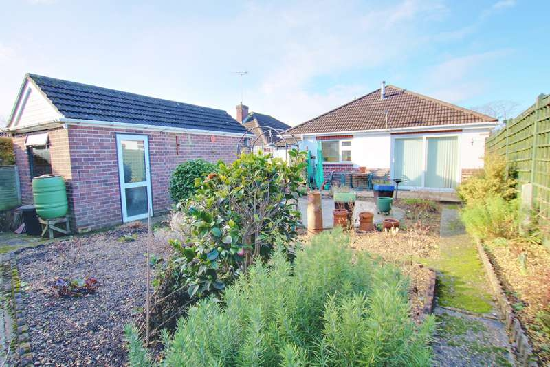 2 Bedrooms Detached Bungalow for sale in WALKING DISTANCE TO BITTERNE PRECINCT! NO CHAIN! GARAGE!