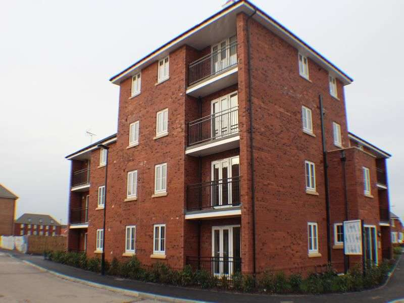 2 Bedrooms Flat for rent in Buttermere Crescent, Lakeside, Doncaster, DN4
