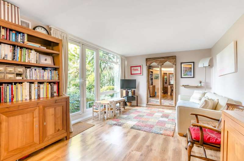 3 Bedrooms Flat for sale in St Marys Grove, West Putney, SW13