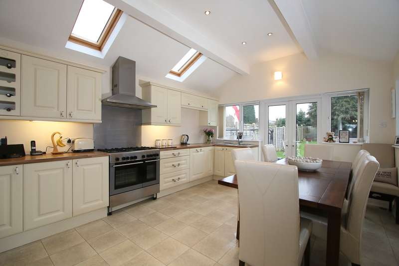 3 Bedrooms Semi Detached House for sale in The Greenway, Hagley, Stourbridge, DY9