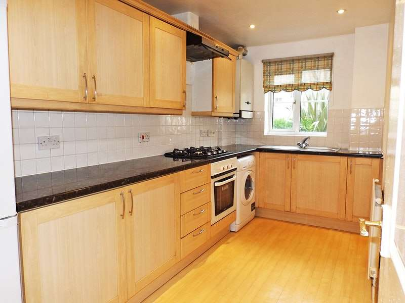 1 Bedroom Flat for sale in Friars Close, Ilford, Essex, IG1