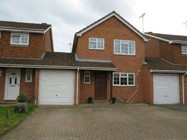 3 Bedrooms Link Detached House for sale in Kitwood Drive, Lower Earley, Reading