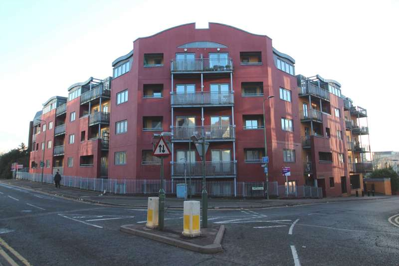 1 Bedroom Apartment Flat for sale in ONE DOUBLE BEDROOM WITH TERRACE & ALLOCATED PARKING
