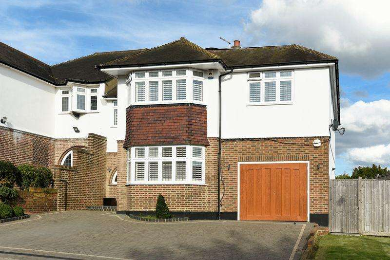 5 Bedrooms Semi Detached House for sale in The Close, Bexley