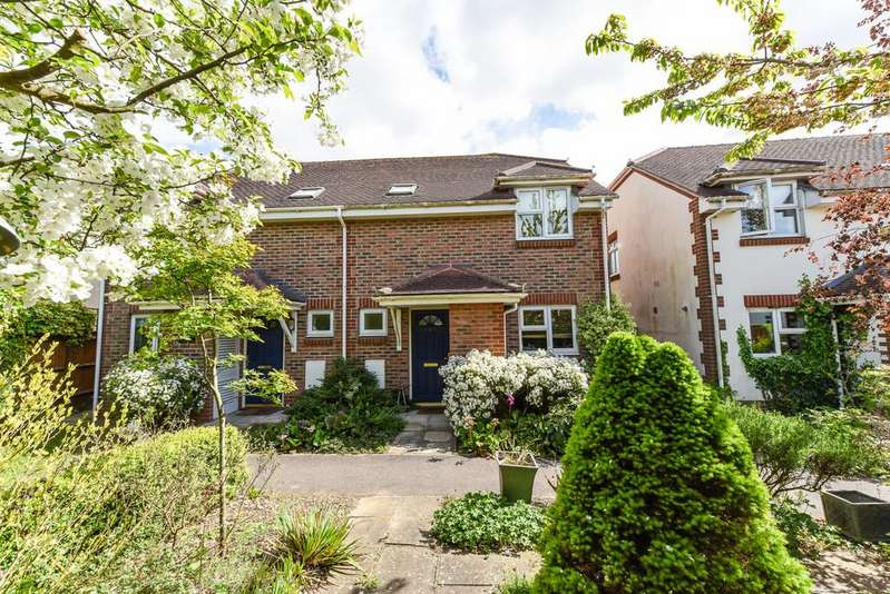 3 Bedrooms Semi Detached House for sale in Parham Close, Chichester