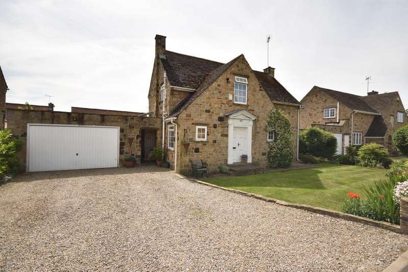3 Bedrooms Detached House for sale in Collingham, Wetherby