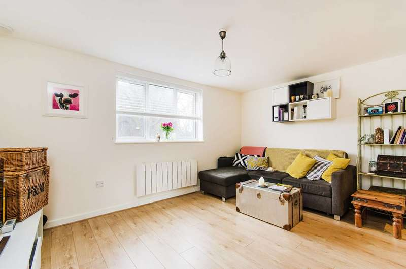 1 Bedroom Flat for sale in High Street, Brentford, TW8