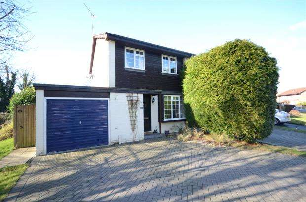 3 Bedrooms Detached House for sale in Ruscombe Gardens, Datchet, Slough
