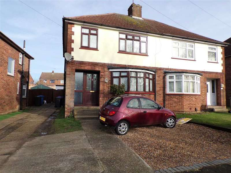 3 Bedrooms Semi Detached House for sale in Chesterfield Drive, Ipswich