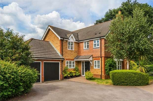 4 Bedrooms Detached House for rent in Maitland Close, WALTON-ON-THAMES, Surrey