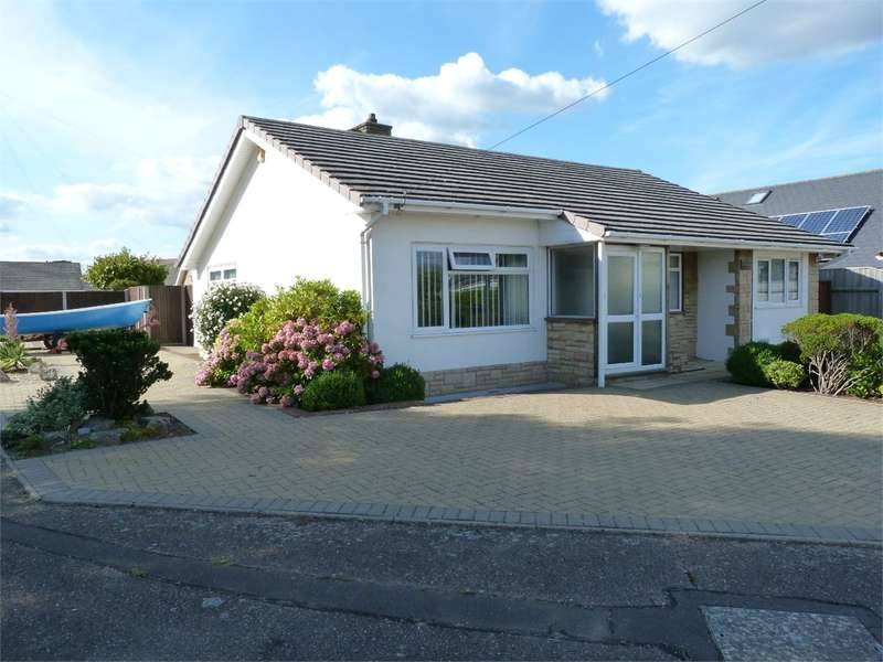 3 Bedrooms Detached Bungalow for sale in Roscrea Drive, BOURNEMOUTH, Dorset