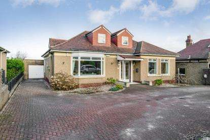 4 Bedrooms Detached House for sale in Cranshaws Drive, Redding