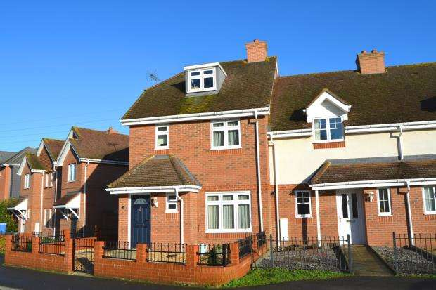 3 Bedrooms End Of Terrace House for sale in Hook, Hampshire