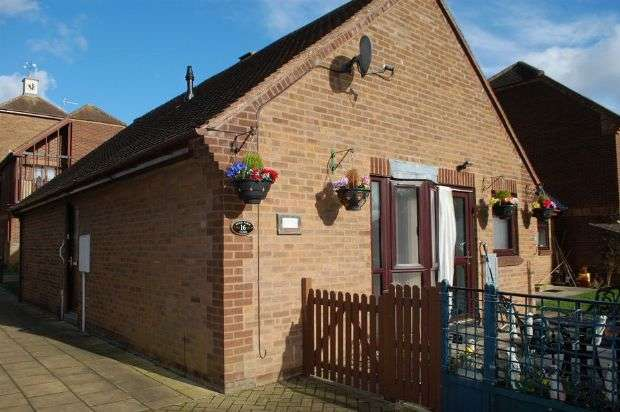 2 Bedrooms Semi Detached Bungalow for sale in Pond Farm Close, Duston Village, Northampton NN5 6JQ