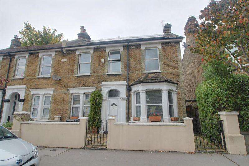 3 Bedrooms Semi Detached House for sale in Arundel Road, Croydon