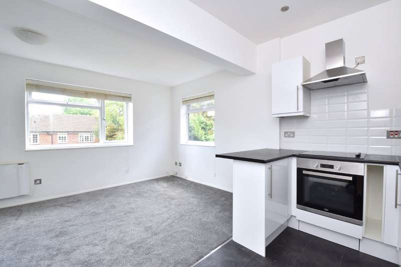 1 Bedroom Flat for sale in Hawes Road, Bromley