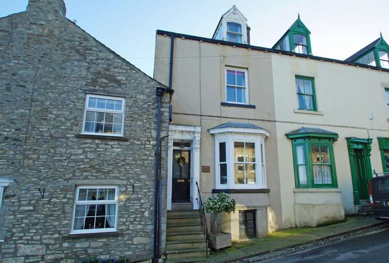 3 Bedrooms Terraced House for sale in Oxley House, Middleham, Leyburn, DL8 4PJ