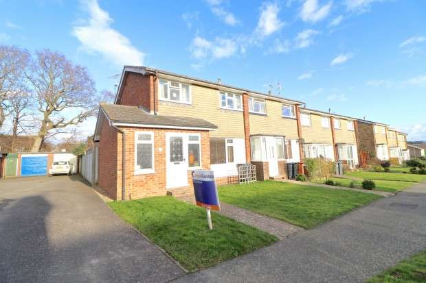 4 Bedrooms End Of Terrace House for sale in Barons Way, Polegate, BN26