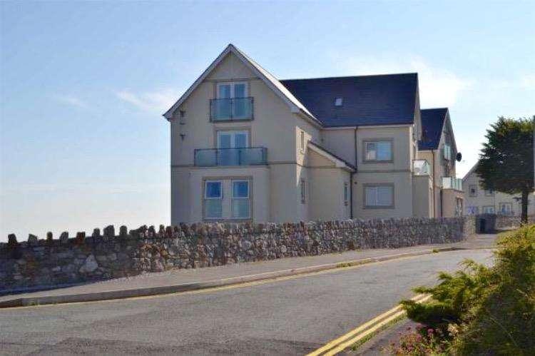 2 Bedrooms Penthouse Flat for sale in 58 Clifftops Penmaen Bod Elias, Old Colwyn, LL29 9BL