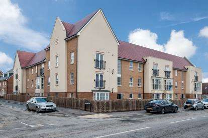 2 Bedrooms Flat for sale in Frenchs Avenue, Dunstable, Bedfordshire, England