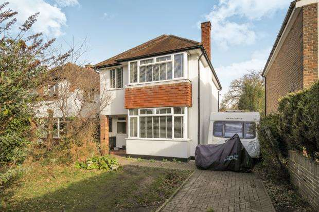 3 Bedrooms Detached House for sale in New Haw, Surrey