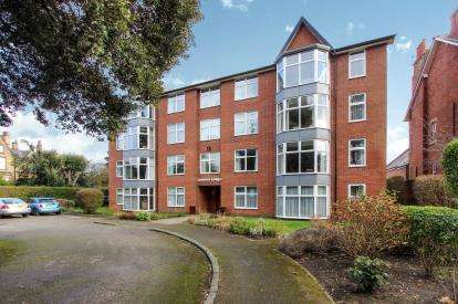 2 Bedrooms Flat for sale in Lowood Lodge, Lowther Terrace, Lytham St. Annes, Lancashire, FY8