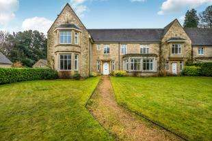 4 Bedrooms Terraced House for sale in Nutfield Court, Church Hill, Nutfield, Surrey